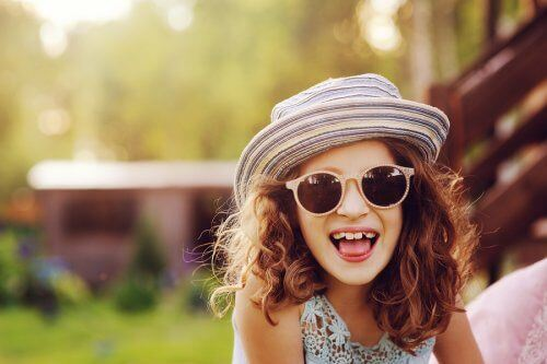 Uśmiechnięta dziewczynka