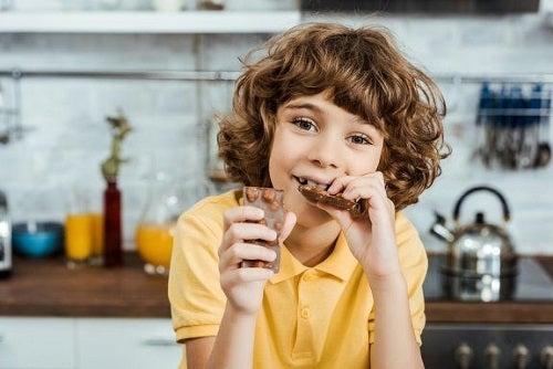 Pokarmy wspomagające naukę dziecka w wieku szkolnym
