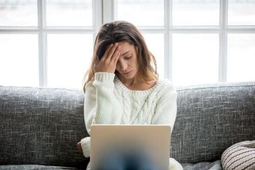 Zmęczenie podczas karmienia piersią: jak sobie radzić?