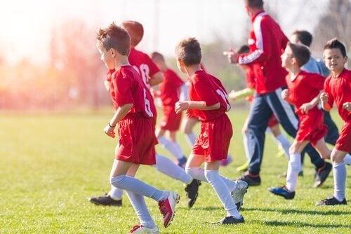 Trening piłki nożnej dla dzieci