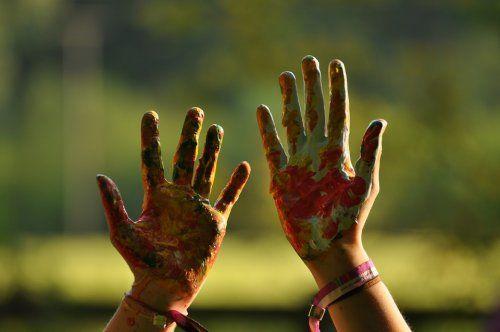 Leworęczne dzieci: 10 ciekawostek dotyczących mańkutów