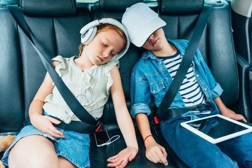 W długiej podróży, dzieciom mogą znudzić się telefony i tablety.