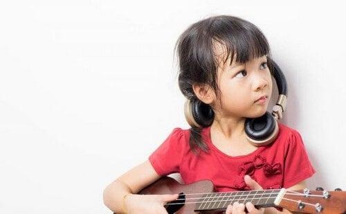Dziewczynka z mandoliną