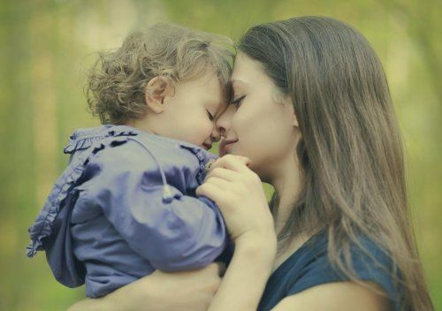 Niewinne kłamstwa, które mama zazwyczaj mówi dziecku