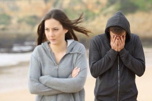 Pokłóceni nastolatkowie