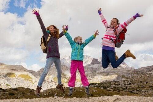 Skaczące dziewczynki