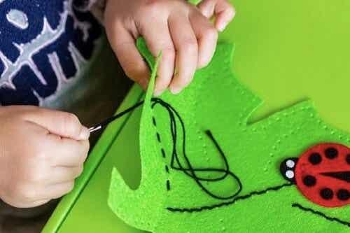 Zabawki DIY: podaruj dziecku radość