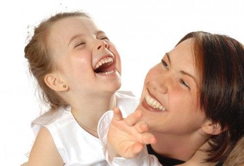 Rozwój poczucia humoru u dziecka - w jaki sposób przebiega