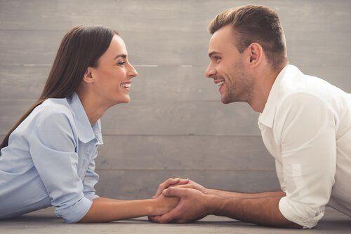 Rozmowa partnerów podtrzymuje zaangażowanie w relacji