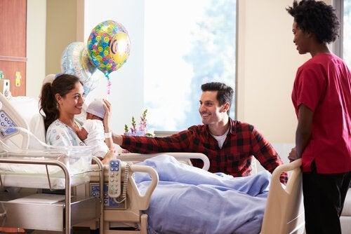 Wizyta u noworodka w szpitalu - 8 przydatnych wskazówek