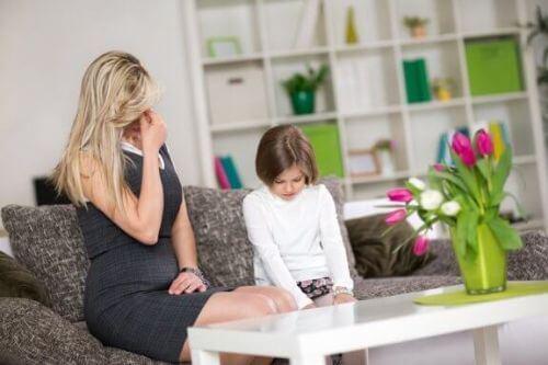 Błędy wychowawcze: poznaj 7 najczęściej spotykanych i popełnianych przypadków