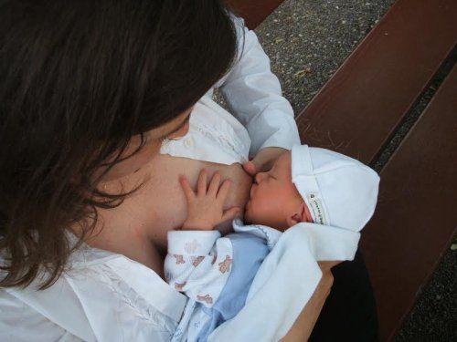 Opieka nad noworodkiem - karmienie piersią