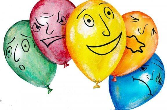 Balony z narysowanymi wyrazami twarzy