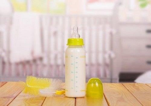 Mycie butelek dla niemowląt - czy wiesz, jak robić to w prawidłowy sposób?