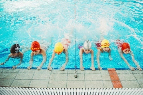 Nauka pływania dla dzieci – poznaj dziesięć najważniejszych zalet!