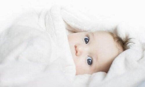 Czy dziecku jest zimno? Kilka podpowiedzi dla rodziców