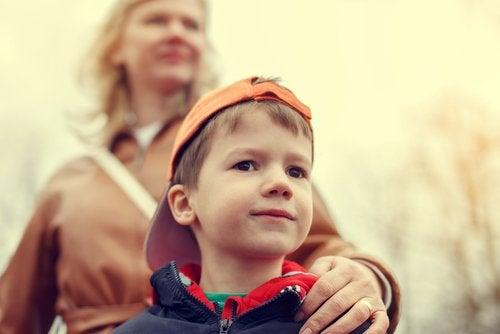 Nadopiekuńczość rodziców może mieć poważne konsekwencje w przyszłości.