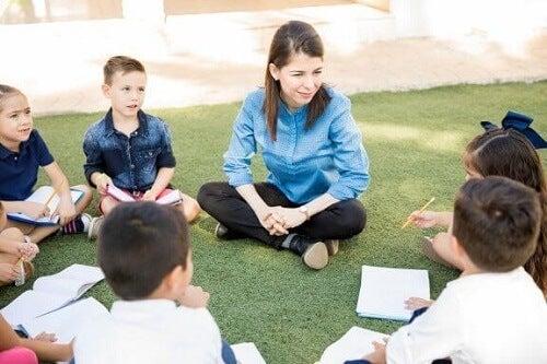 Edukacja outdoor: czy wiesz, na czym polega nauka w terenie?