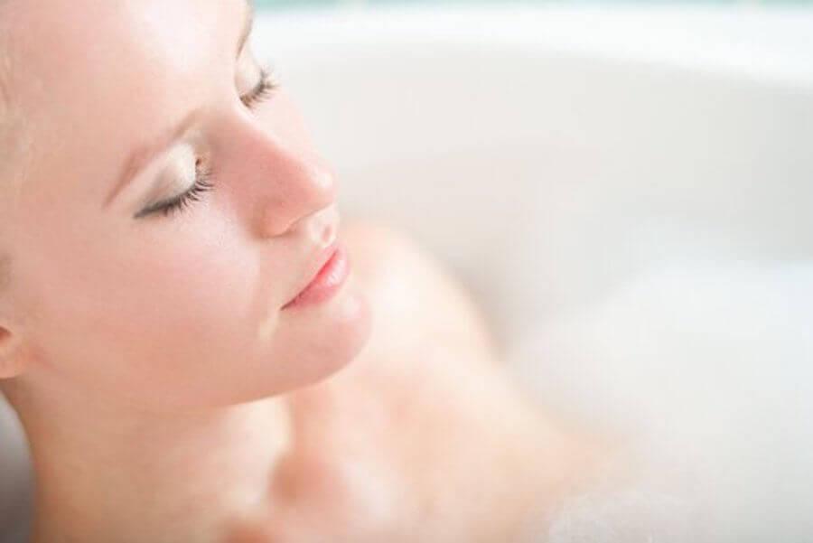 Odprężająca kąpiel - ćwiczenia odprężające dla zmęczonych mam