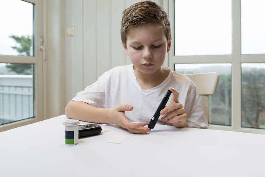 Pomiar cukru we krwi u dziecka - aceton u dzieci