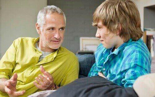 Tata i syn rozmawiają