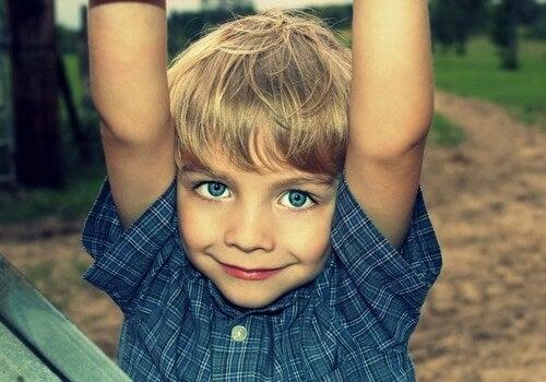 Chłopiec podczas zabawy