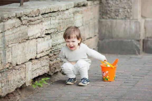 Kucające i krzyczące dziecko - moje dziecko ciągle krzyczy