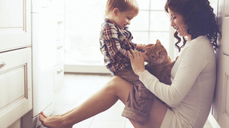 Mama i dziecko podczas wspólnej zabawy