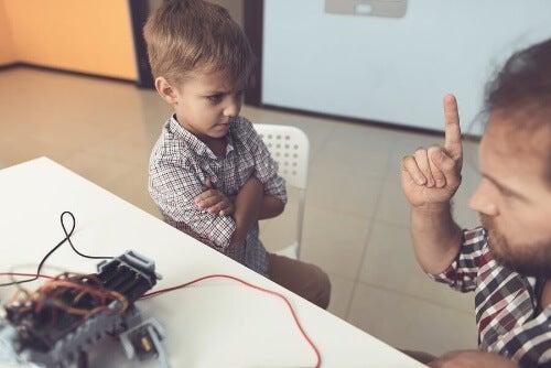 Dziecko ignoruje i nie szanuje rodziców – co robić?