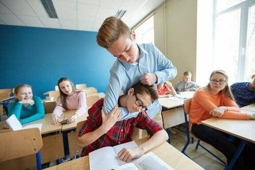 Dziecko bije się w szkole - co zrobić w takiej sytuacji?