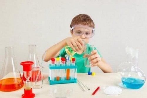 Eksperymenty naukowe dla dzieci - poznaj 4 przykłady najlepszych opcji