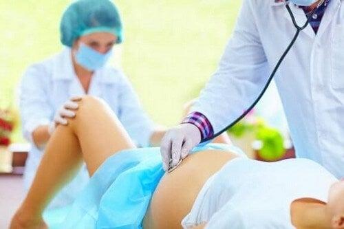 Nacięcie krocza podczas porodu - czy można uniknąć tego zabiegu?