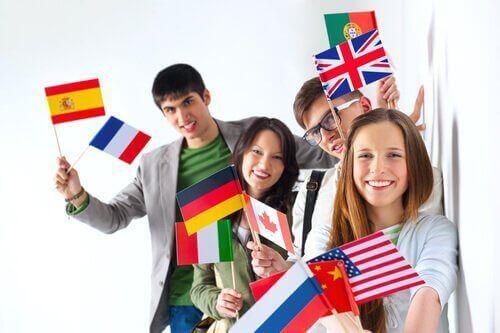 Ludzi trzymają flagi różnych krajów