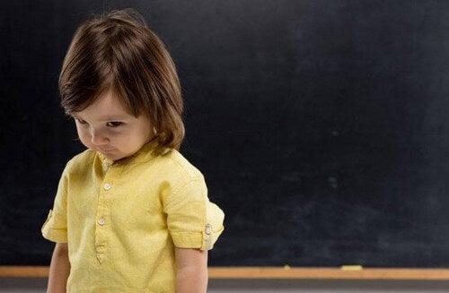 Nieśmiałość w dzieciństwie - dowiedz się, jak Twoje dziecko może ją skutecznie pokonać