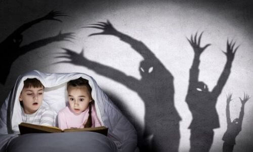 Jak opowiadać dzieciom przerażające historie? Poznaj kilka przydatnych porad