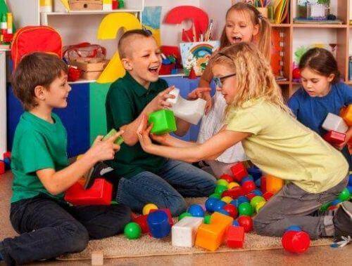 Umiejętności społeczne: najważniejsze z nich to empatia i asertywność