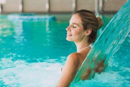 Hydroterapia dla kobiet w ciąży i płynące z niej liczne korzyści