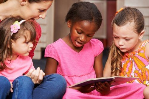 Jak uczyć dzieci pisać i czytać różnymi metodami? Poznaj kilka porad