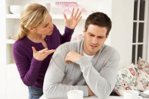 Żona krzyczy na męża