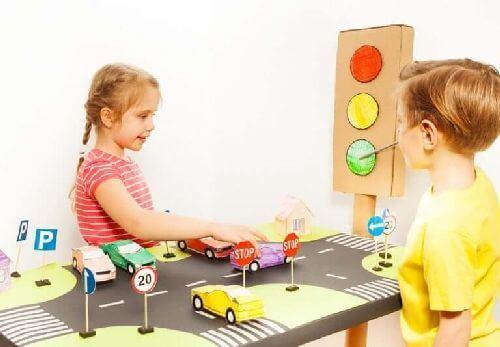 Dzieci uczą się znaków drogowych