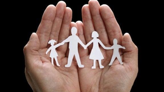 Rodzina wycięta z papieru