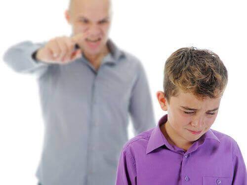 Karcenie dzieci - jakiego tonu głosu powinnaś użyć?