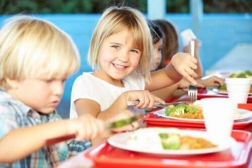 Jedzenie w szkolnych stołówkach i wartości odżywcze