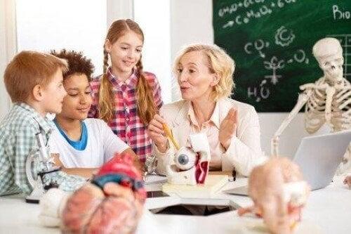 Dzieci uczące się biologii - neuroedukacja