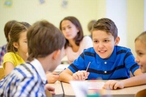 Dziecko za dużo rozmawia w klasie