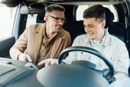 Nauczenie dziecka jak prowadzić samochód