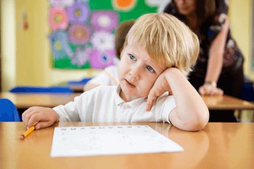 Rozproszone dziecko w klasie