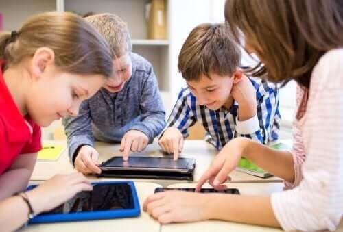 Zasoby online pozwalające na naukę podczas wakacji