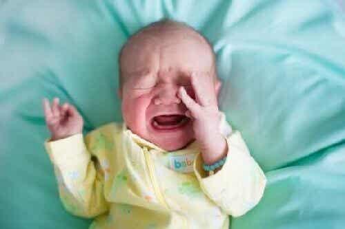 Dlaczego w nocy nagle dzieci budzą się z płaczem?