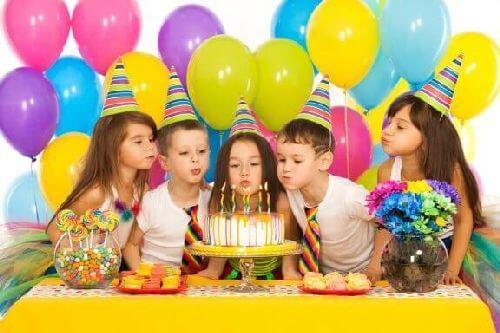 Ciekawe gry na przyjęcie urodzinowe dla dzieci - poznaj najciekawsze opcje!